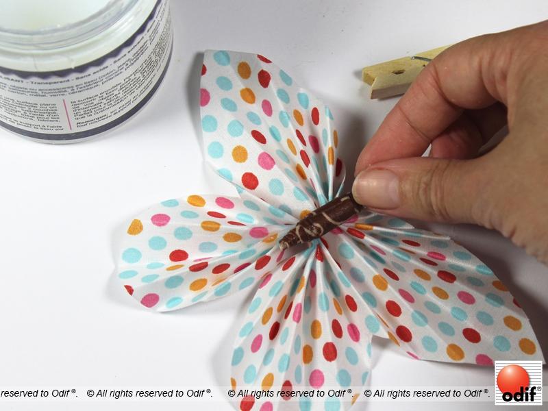 diy des pinces papillons en tissu odif le sp cialiste des colles et des vernis pour les. Black Bedroom Furniture Sets. Home Design Ideas